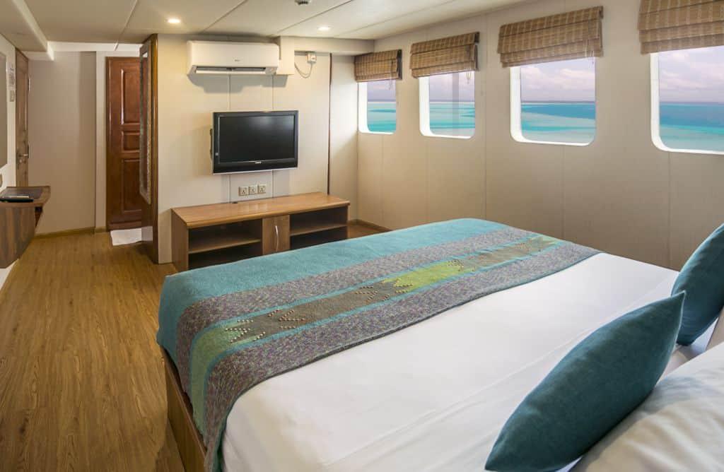 Maldives Liveaboard Holidays Carpe Diem twin cabin Suite Cabin With Ensuite