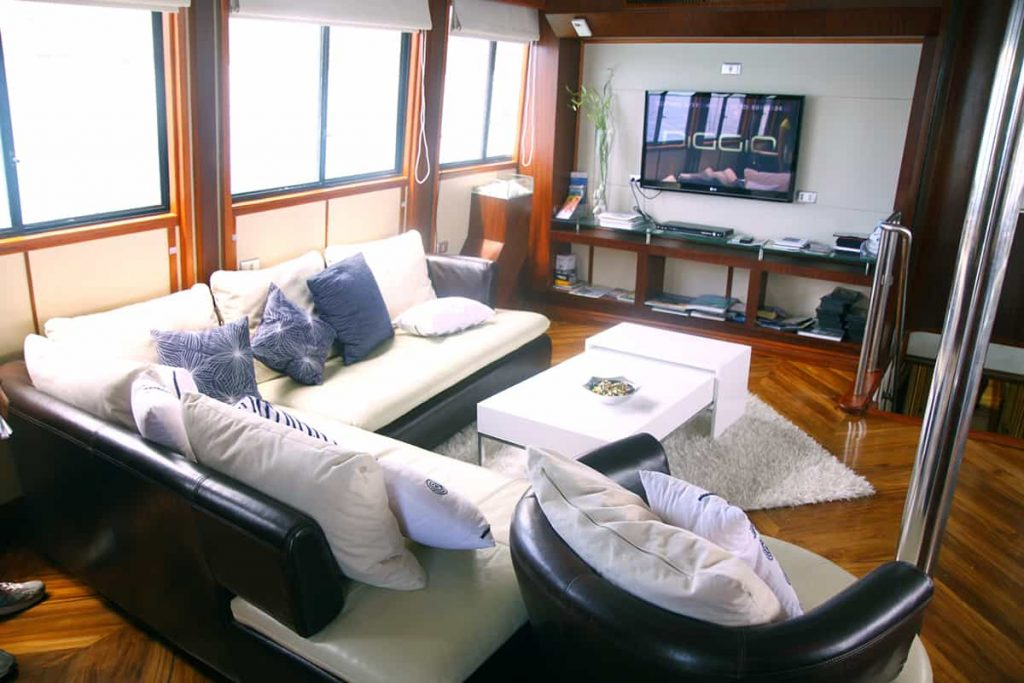Galapagos liveaboard holiday Humboldt Explore Lounge