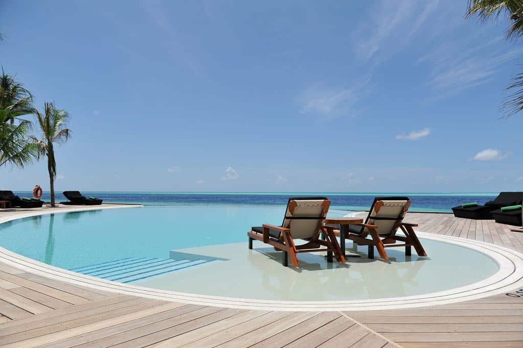 Maldives Diving Holiday Komandoo Infinity Pool