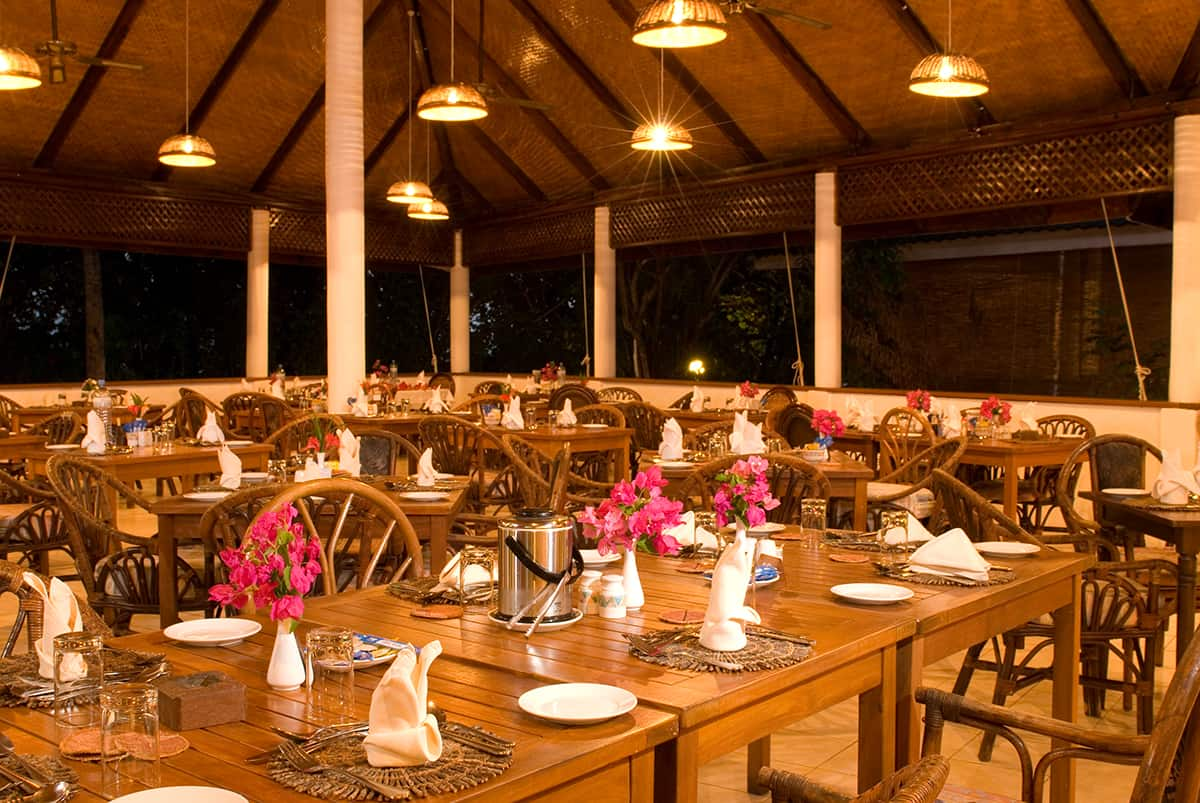 Maldives Diving Holiday Vilamendhoo Island Resort Main Restaurant