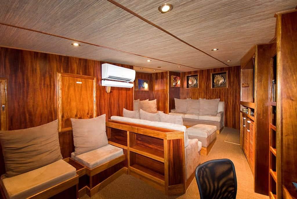 Palau Liveaboard Diving holiday Ocean Hunter Lounge