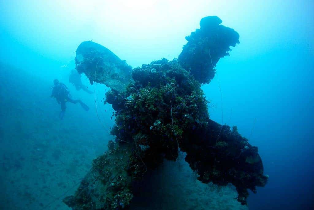 Truk Wreck Diving Liveaboard Holiday propeller and divers