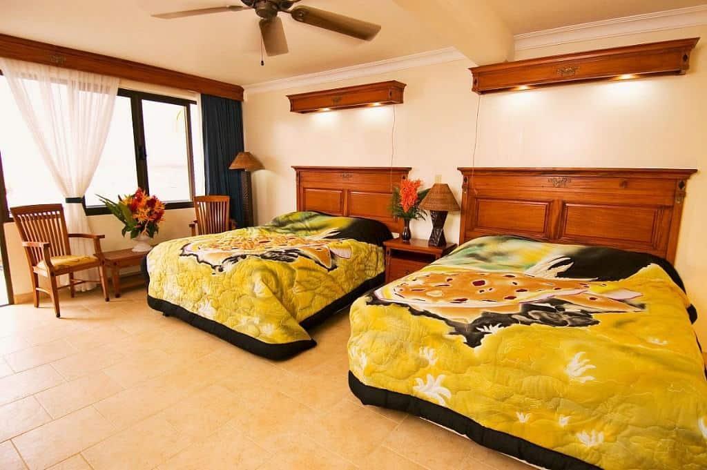 Yap Diving Holiday manta ray resort twin bedroom