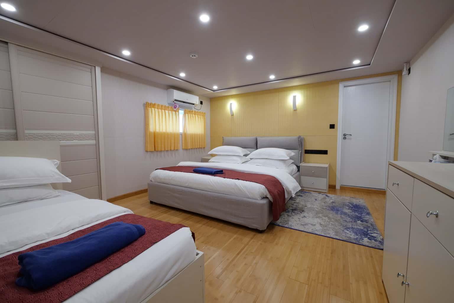 Maldives liveaboard Emperor Explorer suite